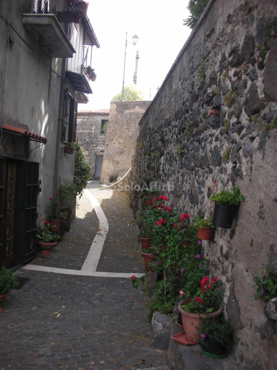 Bilocale Galluccio Piazza S. Anna 4 6