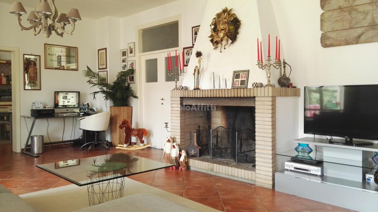 Villa in affitto a Città Sant'Angelo, 5 locali, prezzo € 800 | CambioCasa.it