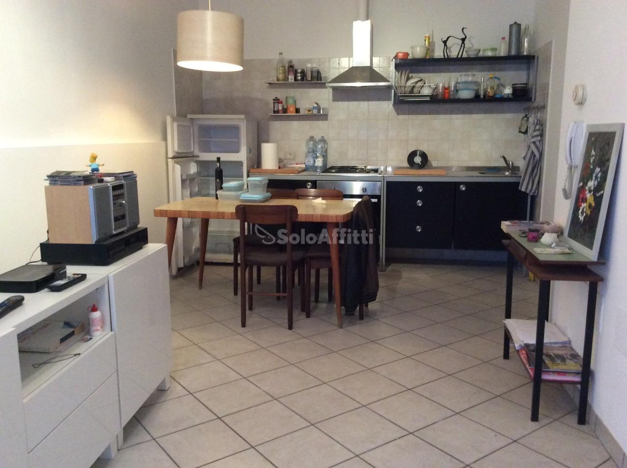 soggiorno con cucina a vista www.forli3.soloaffitt
