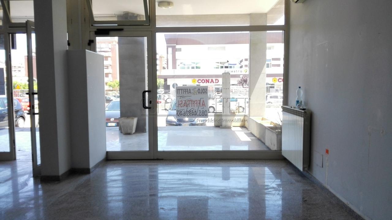 Negozio / Locale in affitto a Montesilvano, 1 locali, prezzo € 900 | Cambio Casa.it