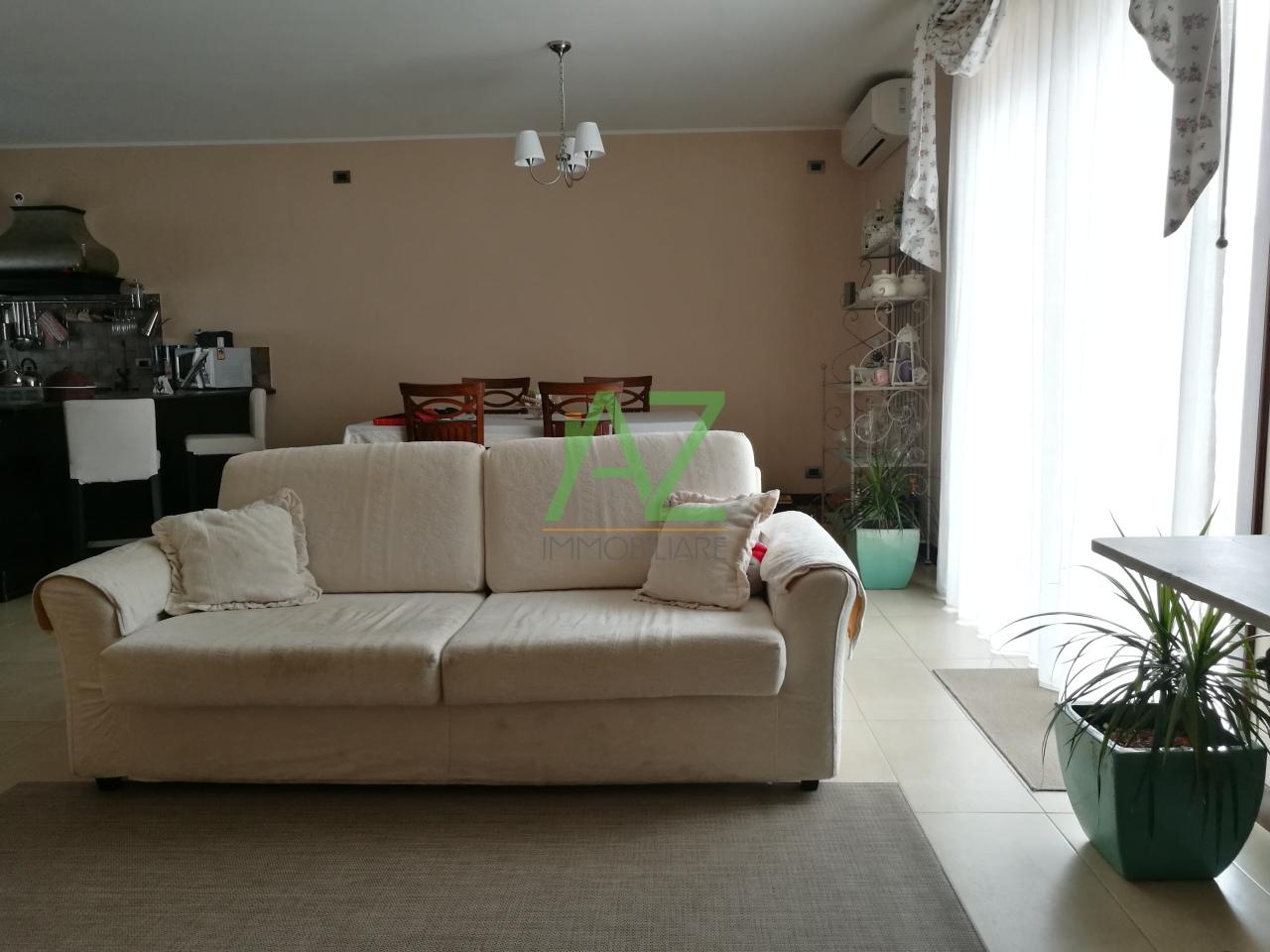 Appartamento in vendita a Motta Sant'Anastasia, 5 locali, prezzo € 165.000 | Cambio Casa.it