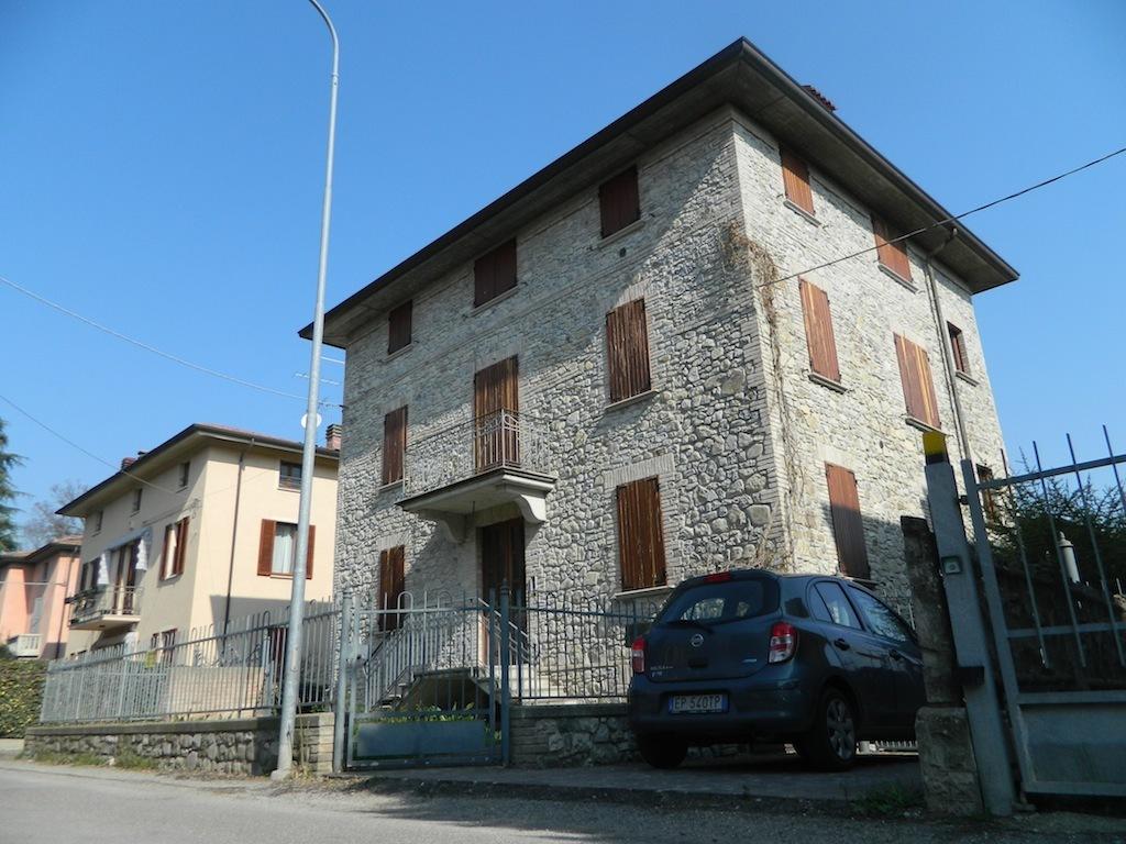 Appartamento in vendita a Traversetolo, 4 locali, prezzo € 390.000 | Cambio Casa.it
