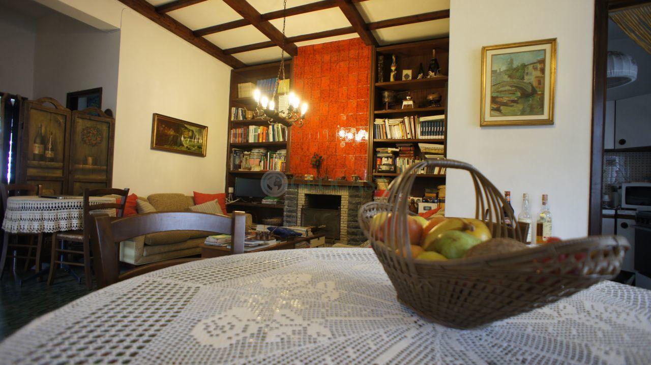 Villa in vendita a Fosdinovo, 7 locali, prezzo € 230.000 | Cambio Casa.it
