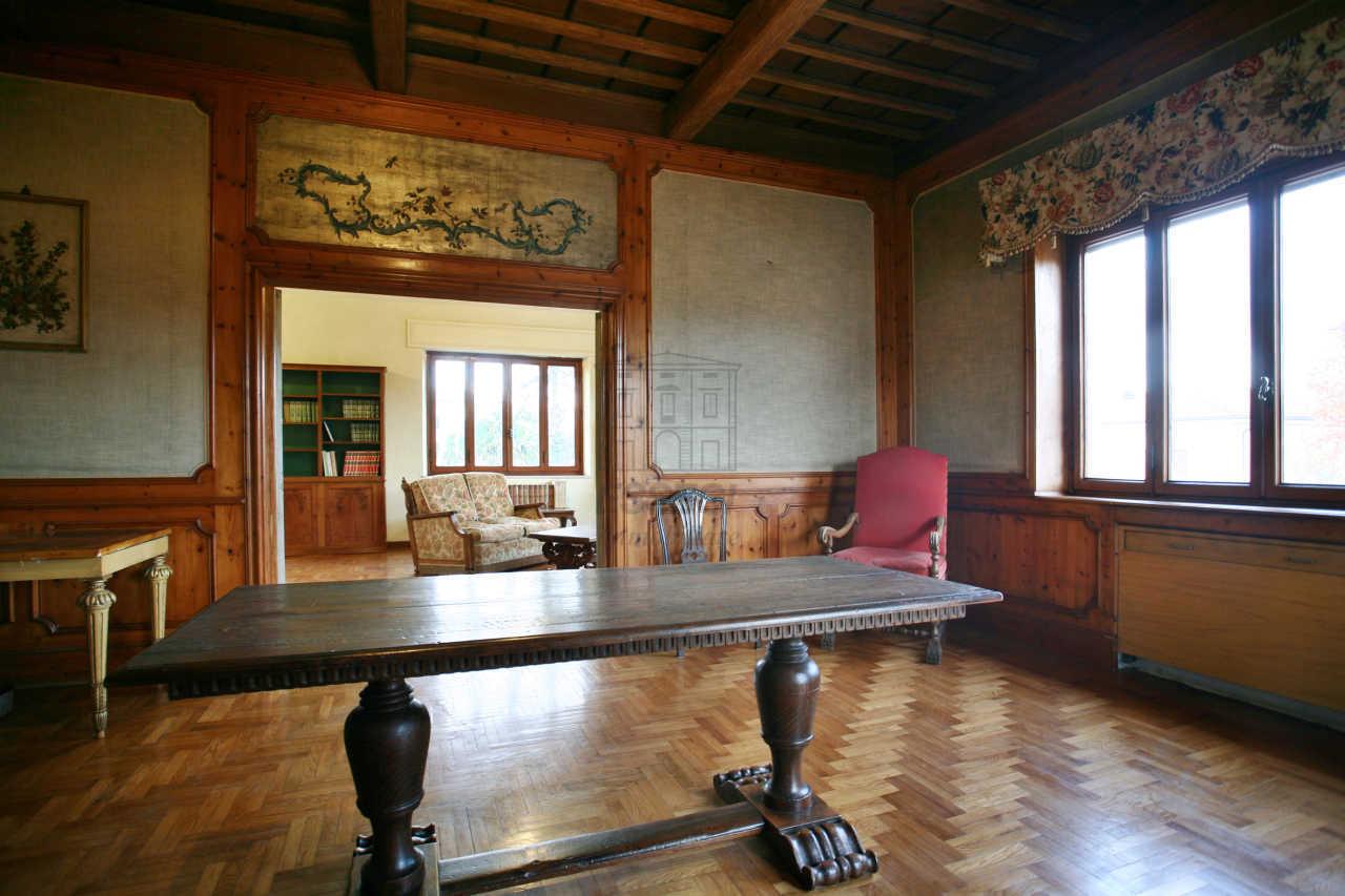 Appartamento in vendita a Lucca, 10 locali, prezzo € 350.000   Cambio Casa.it