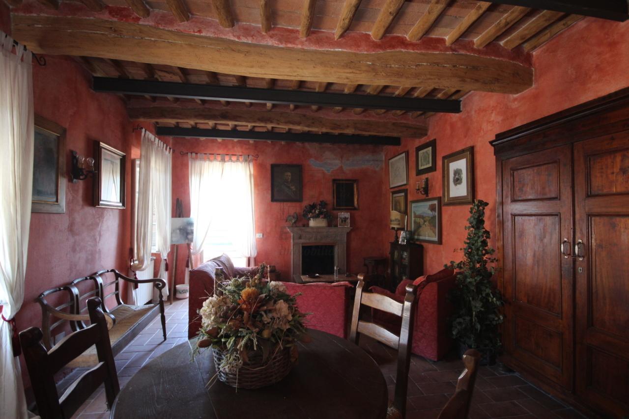 tipica casa toscana di paese sulle colline di lucca img 16