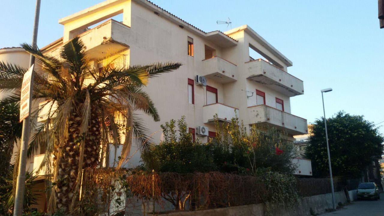 Appartamento in vendita a Melito di Porto Salvo, 3 locali, prezzo € 55.000 | CambioCasa.it