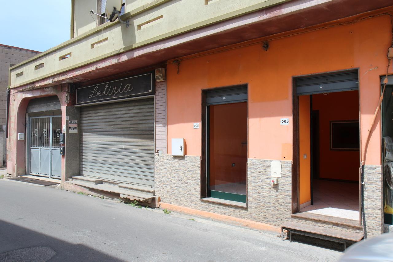 Capannone in affitto a Uta, 2 locali, prezzo € 350 | CambioCasa.it