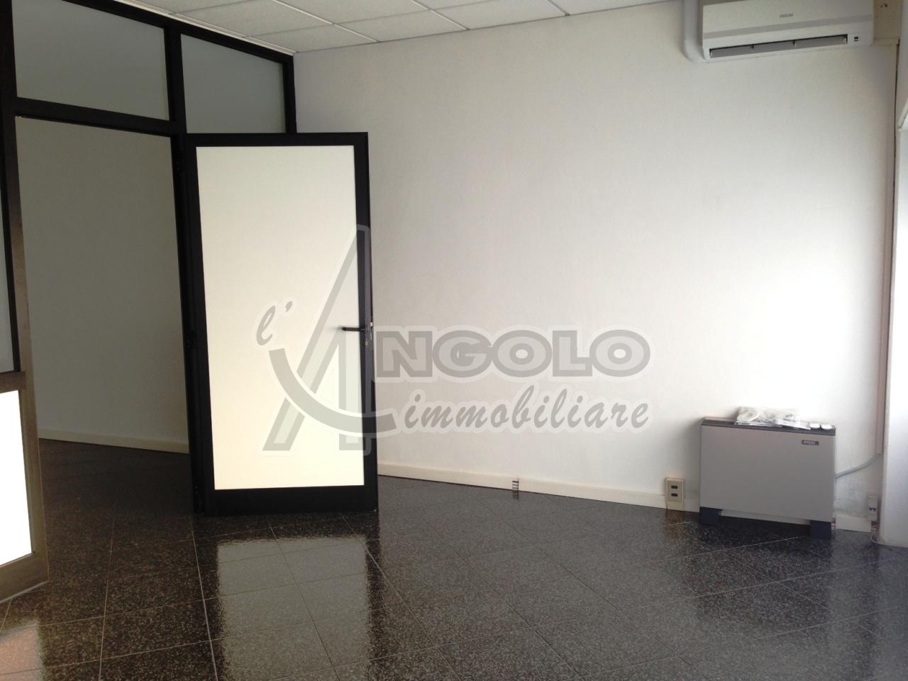 Ufficio / Studio in affitto a Occhiobello, 2 locali, prezzo € 350 | Cambio Casa.it
