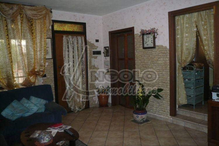 Appartamento in vendita a Occhiobello, 4 locali, prezzo € 88.000   Cambio Casa.it
