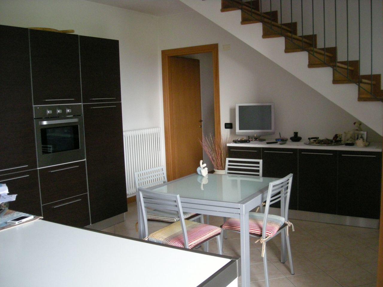 Appartamento in vendita a Resana, 4 locali, prezzo € 155.000   Cambio Casa.it