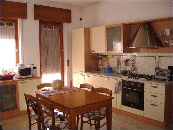 Appartamento in affitto a Lonigo, 2 locali, prezzo € 500 | CambioCasa.it