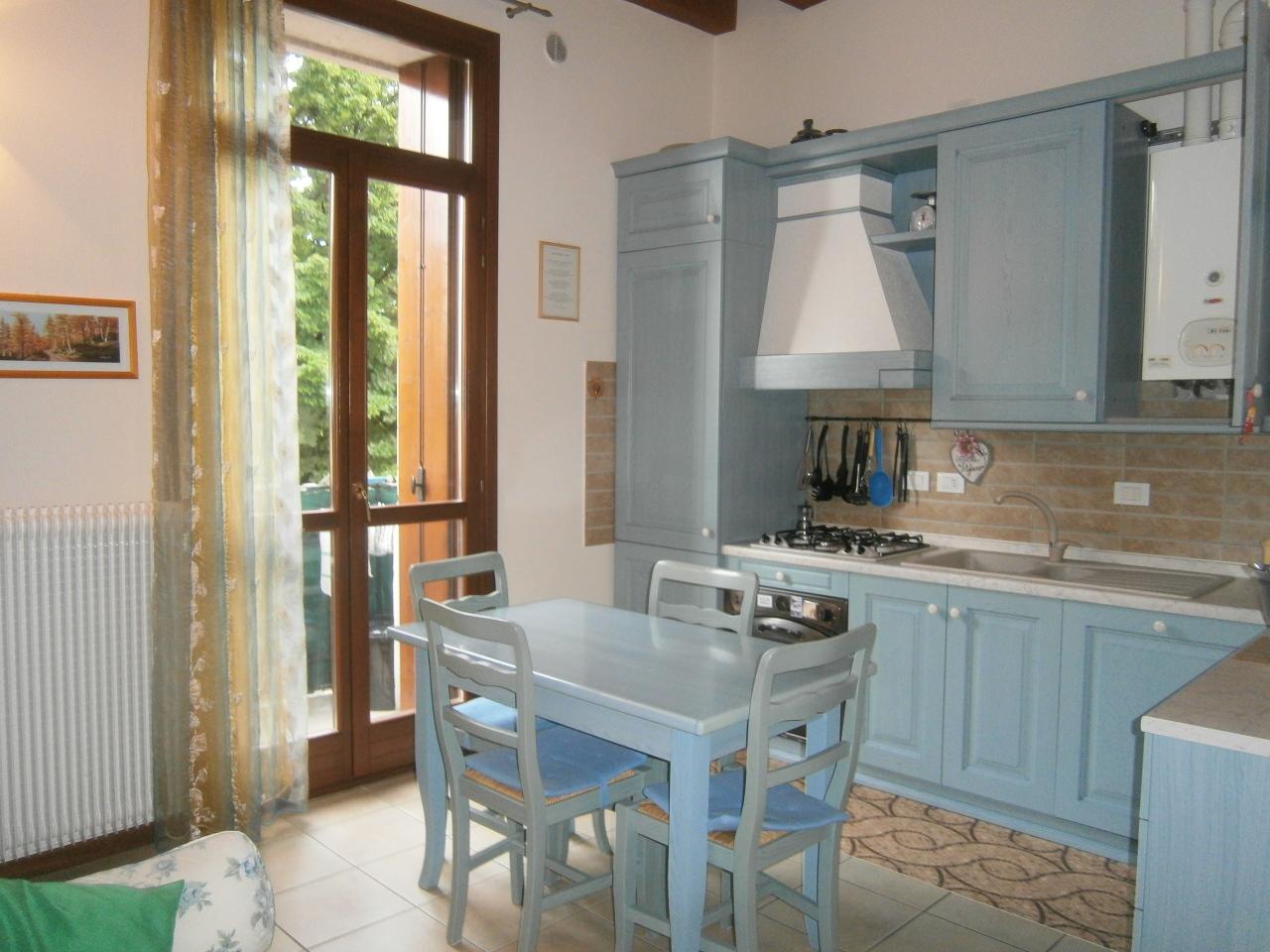 Appartamento in vendita a Lonigo, 4 locali, prezzo € 85.000 | Cambio Casa.it