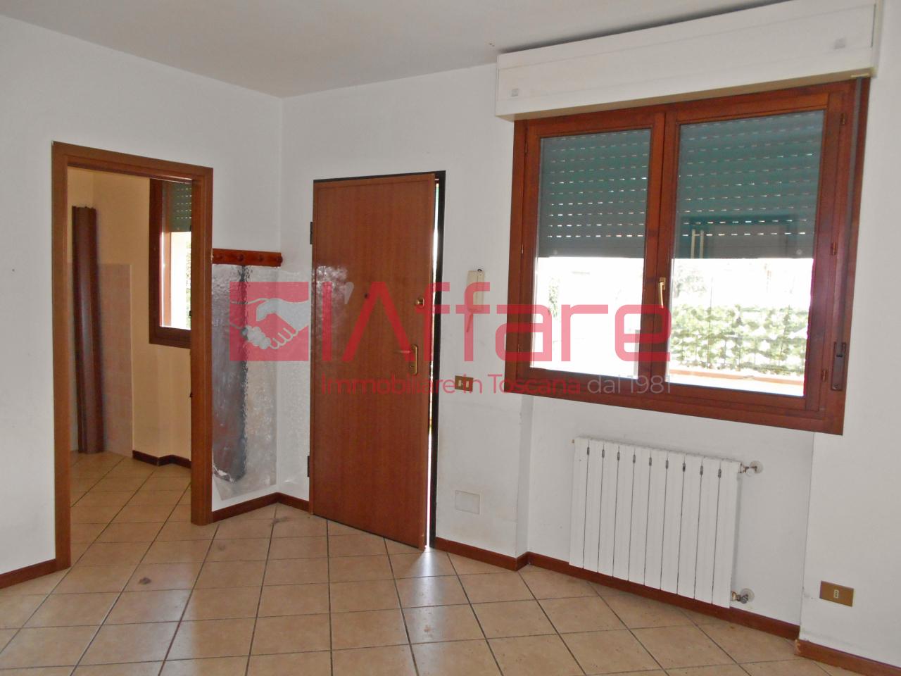 Appartamento in affitto a Massa e Cozzile, 4 locali, prezzo € 450 | CambioCasa.it