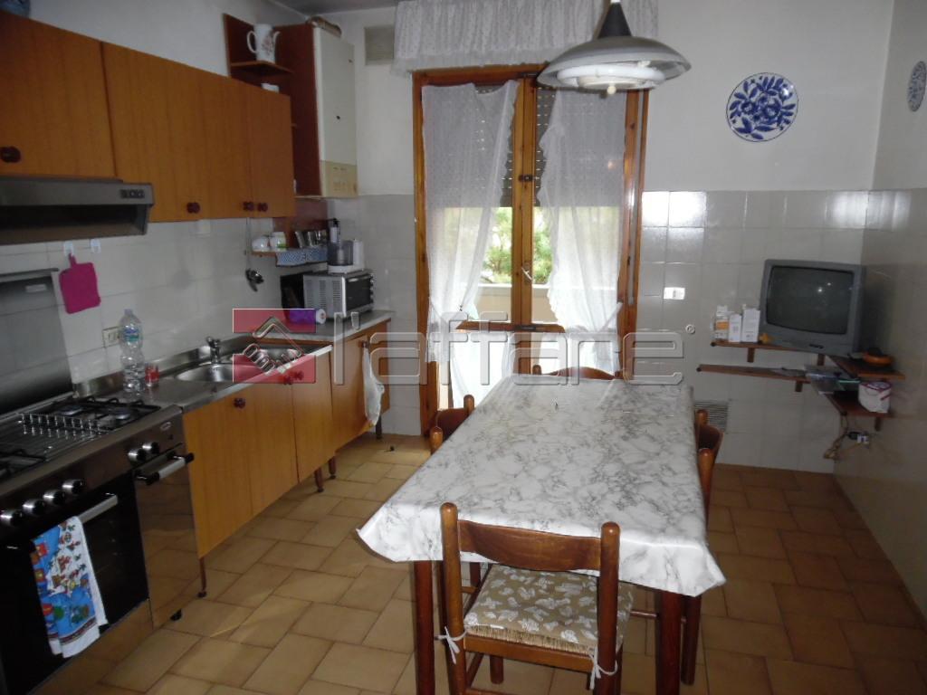 Appartamento in vendita a Pontedera, 5 locali, prezzo € 170.000 | CambioCasa.it