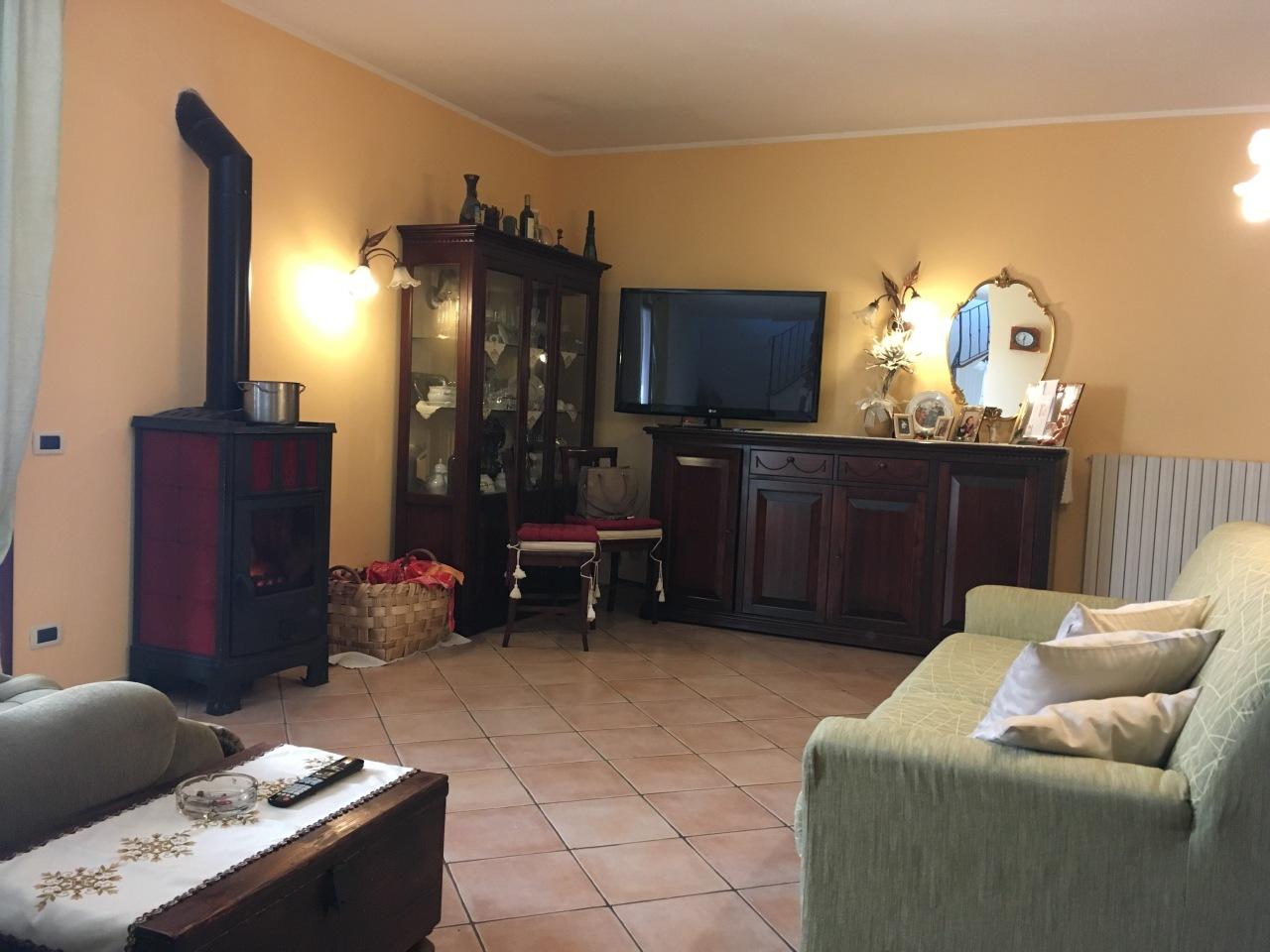 Soluzione Indipendente in vendita a Pontedera, 6 locali, prezzo € 300.000 | Cambio Casa.it