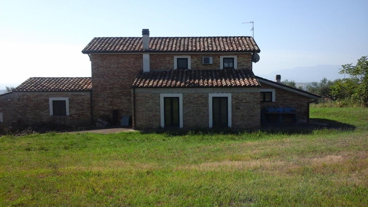 Casa indipendente loreto aprutino pe ar villa fiorano