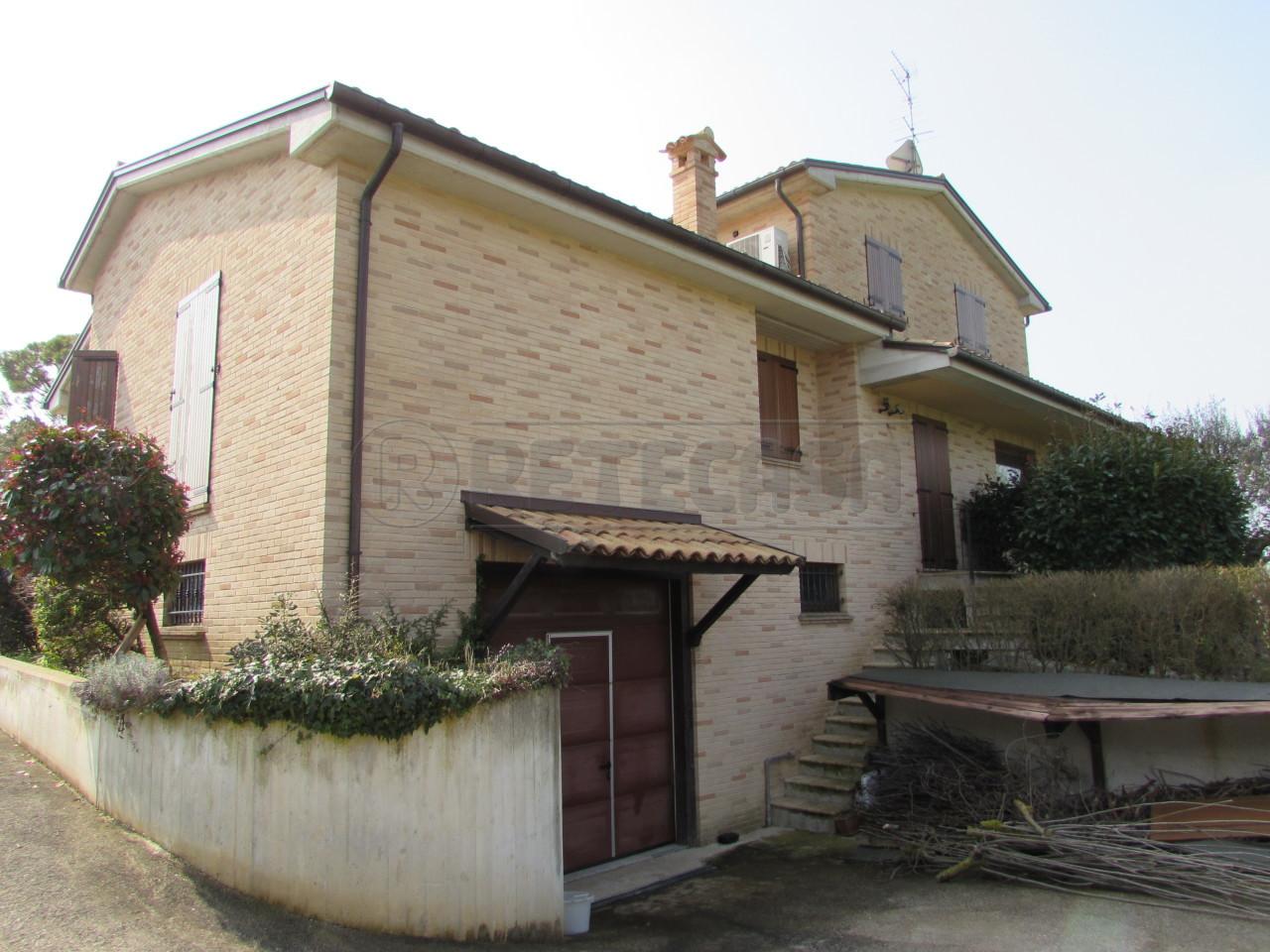 Villa in vendita a Ancona, 10 locali, prezzo € 590.000 | Cambio Casa.it