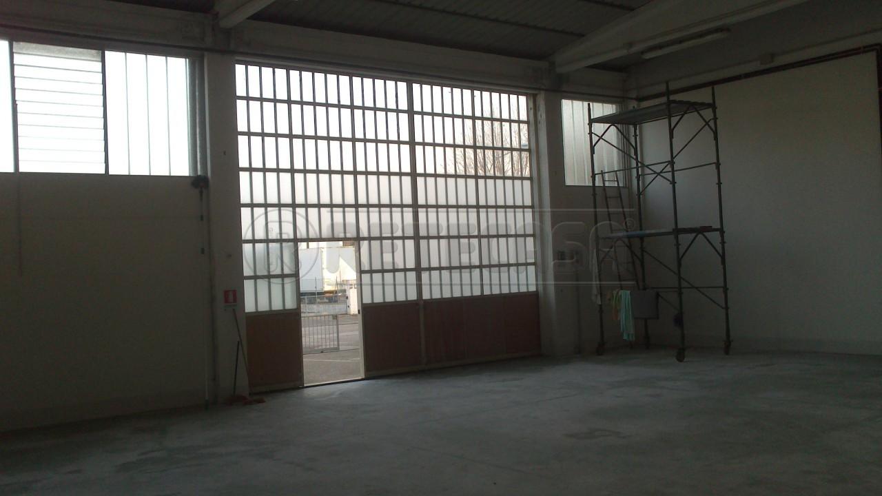 Laboratorio in affitto a Vigarano Mainarda, 2 locali, prezzo € 1.300 | Cambio Casa.it