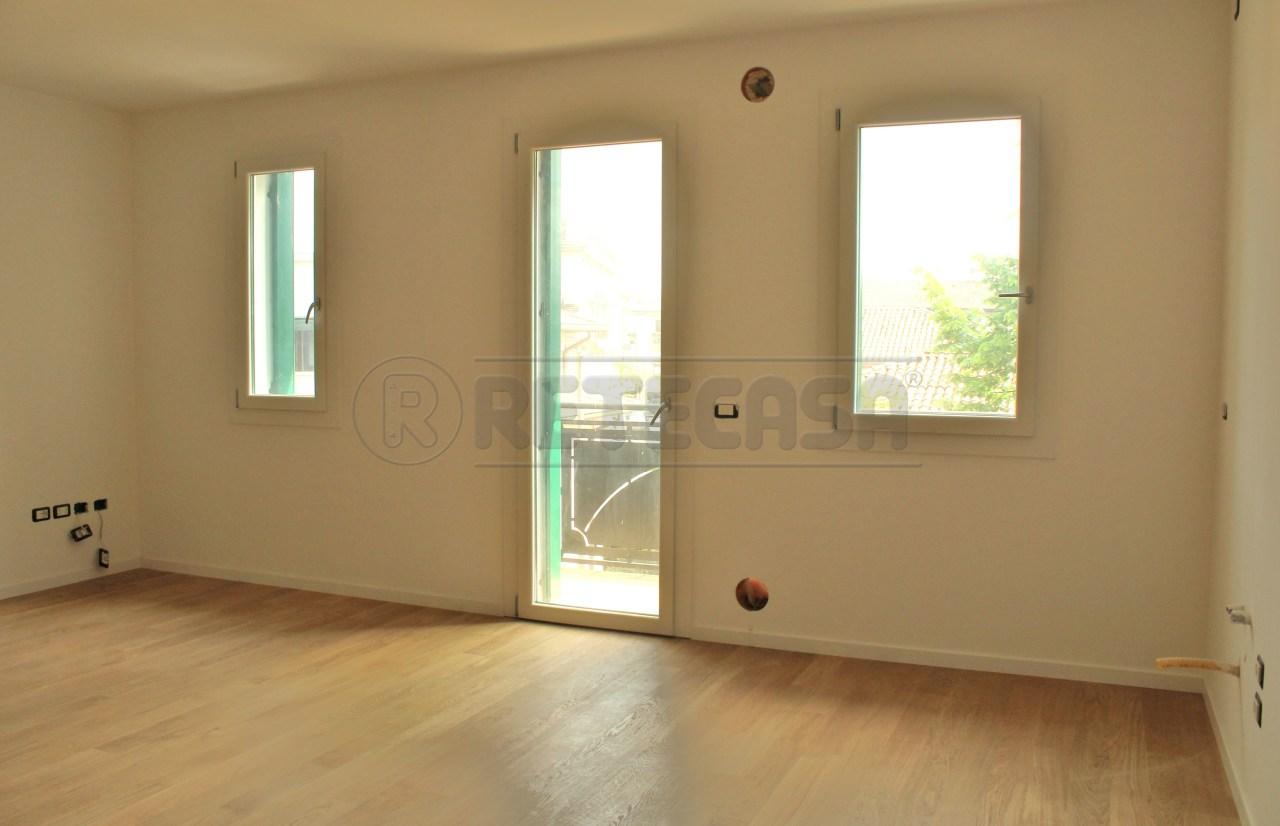 Appartamento in vendita a Padova, 5 locali, prezzo € 190.000 | Cambio Casa.it