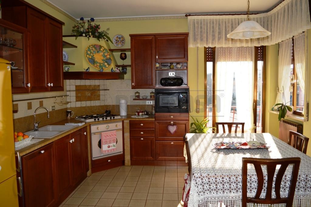 Soluzione Indipendente in vendita a Arzignano, 9 locali, prezzo € 240.000   Cambio Casa.it