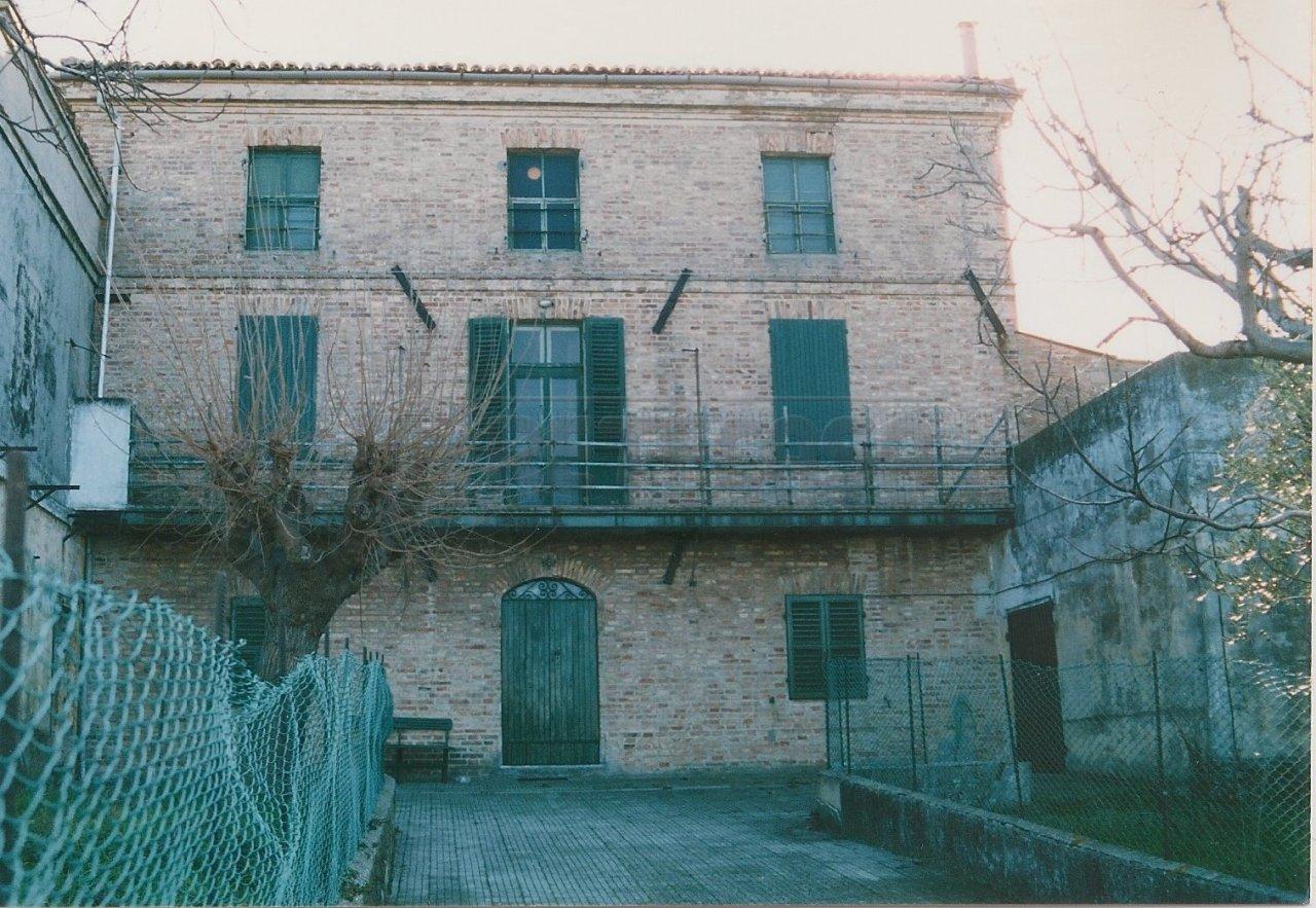 Rustico / Casale in Vendita a Falconara Marittima