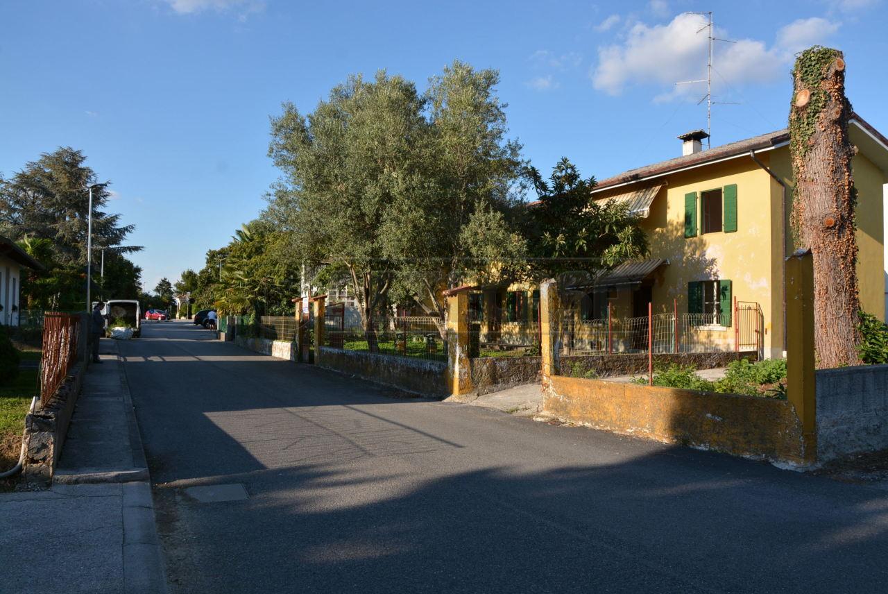 Soluzione Indipendente in vendita a Bagnaria Arsa, 13 locali, prezzo € 75.000 | Cambio Casa.it