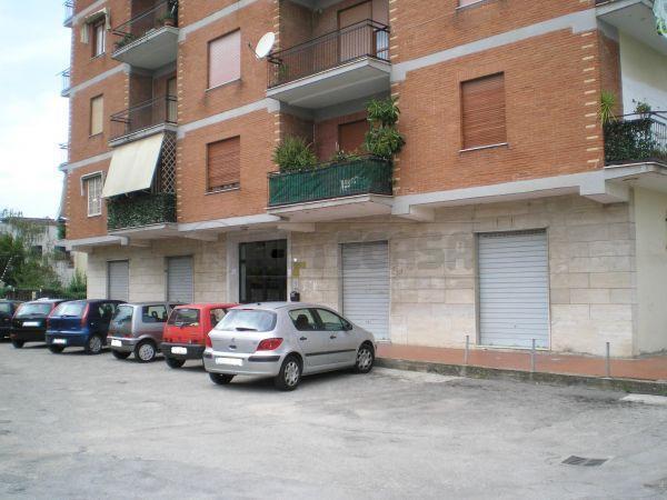 Negozio / Locale in vendita a Caserta, 9999 locali, prezzo € 100.000 | Cambio Casa.it
