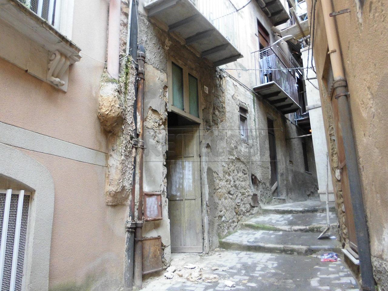Magazzino in vendita a Caltanissetta, 1 locali, prezzo € 6.000 | Cambio Casa.it