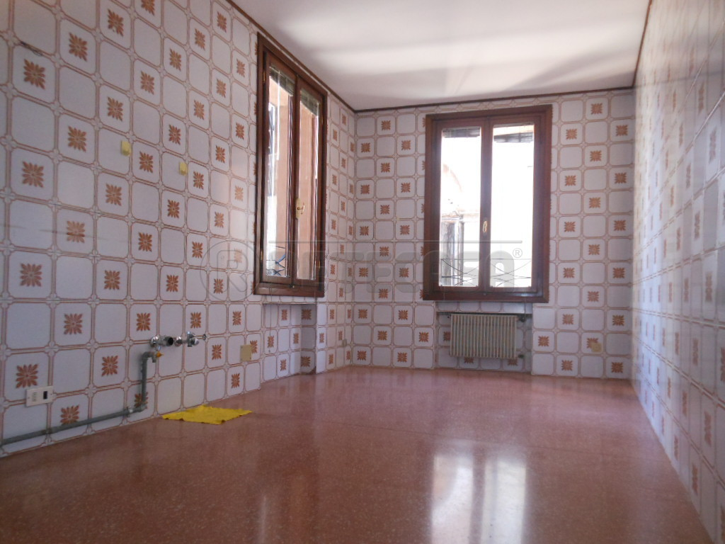 Monolocale in affitto - 80 mq