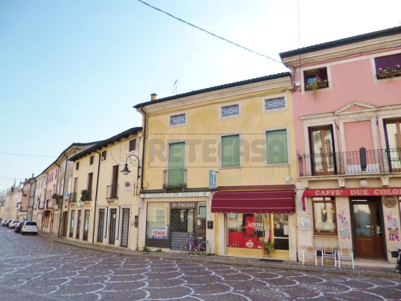 Palazzo / Stabile in Vendita a Montebello Vicentino