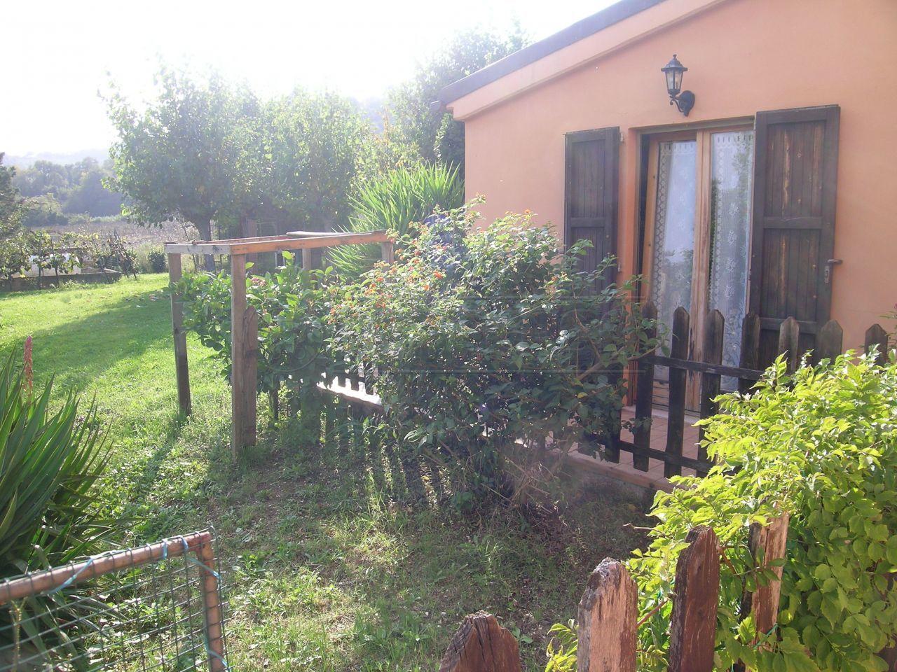 Rustico / Casale in Vendita a Ancona