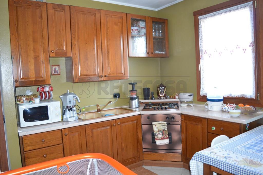 Appartamento in affitto a Montecchio Maggiore, 9999 locali, prezzo € 480   Cambio Casa.it