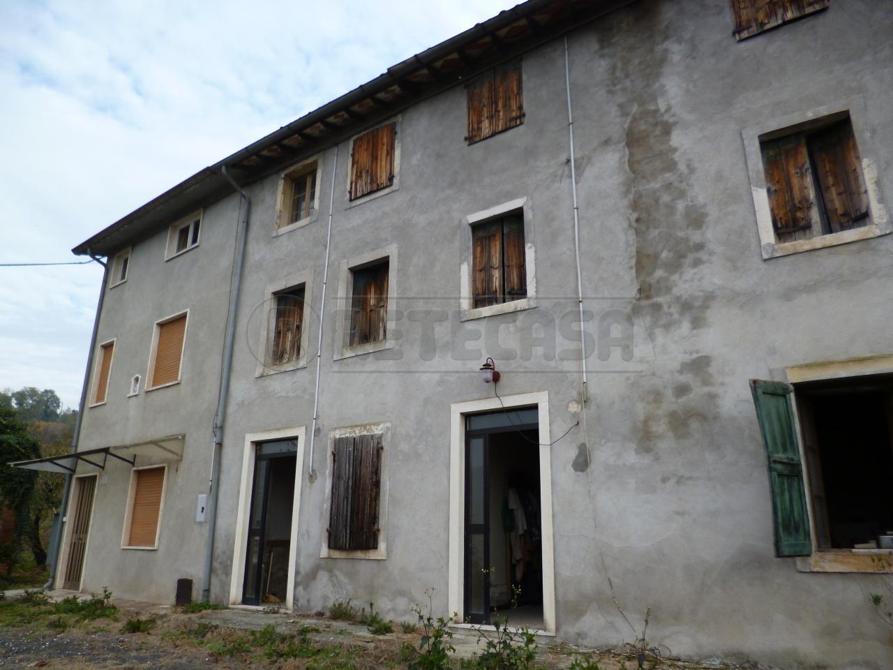 Soluzione Semindipendente in Vendita a Montecchia di Crosara