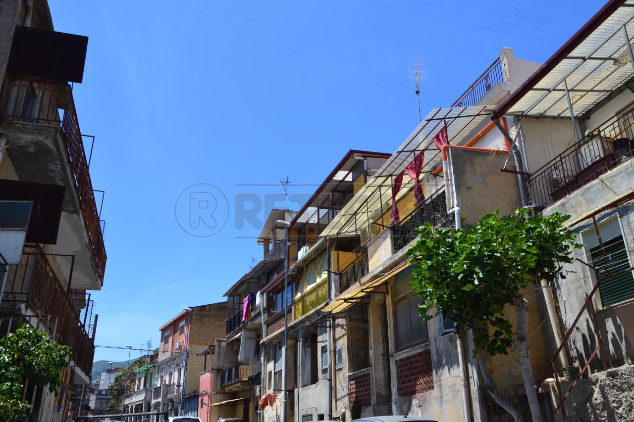 Bilocale Messina Via Comunale Santo  40 1