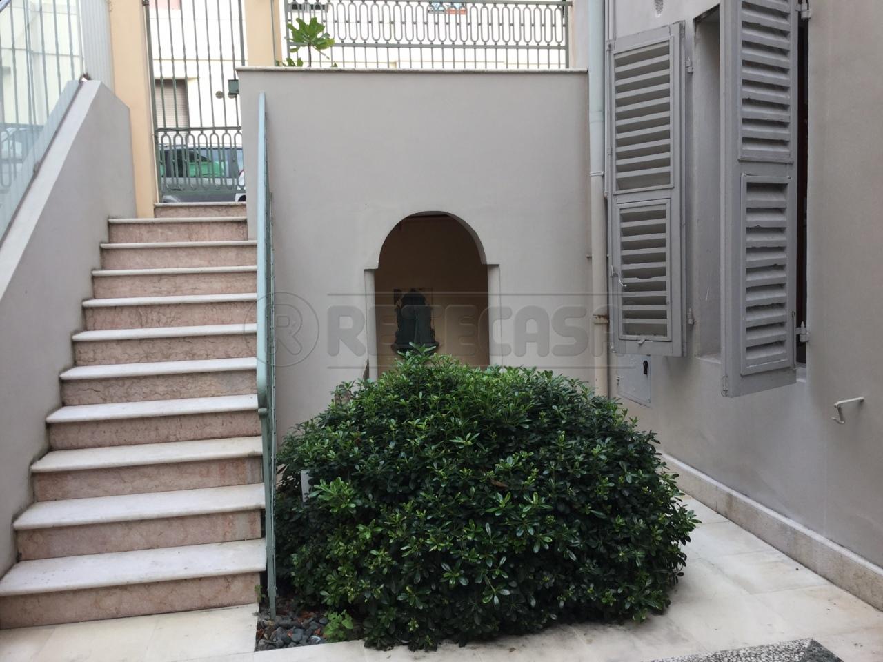 Ufficio / Studio in affitto a Ancona, 4 locali, prezzo € 900 | Cambio Casa.it