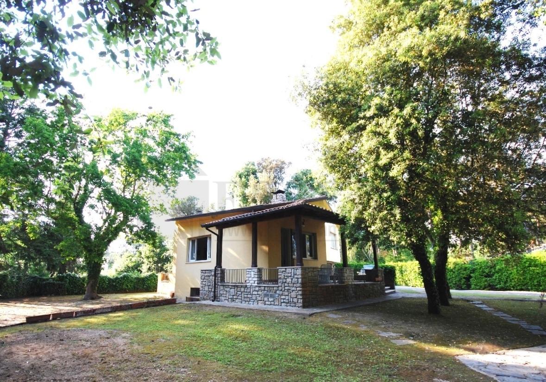 Villa in affitto a Pietrasanta, 10 locali, Trattative riservate | CambioCasa.it