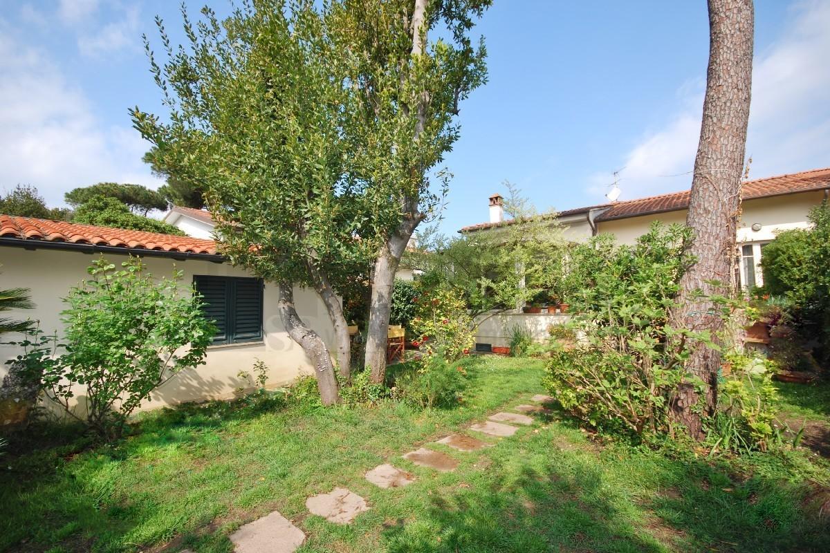 Soluzione Indipendente in vendita a Pietrasanta, 6 locali, prezzo € 780.000 | Cambio Casa.it