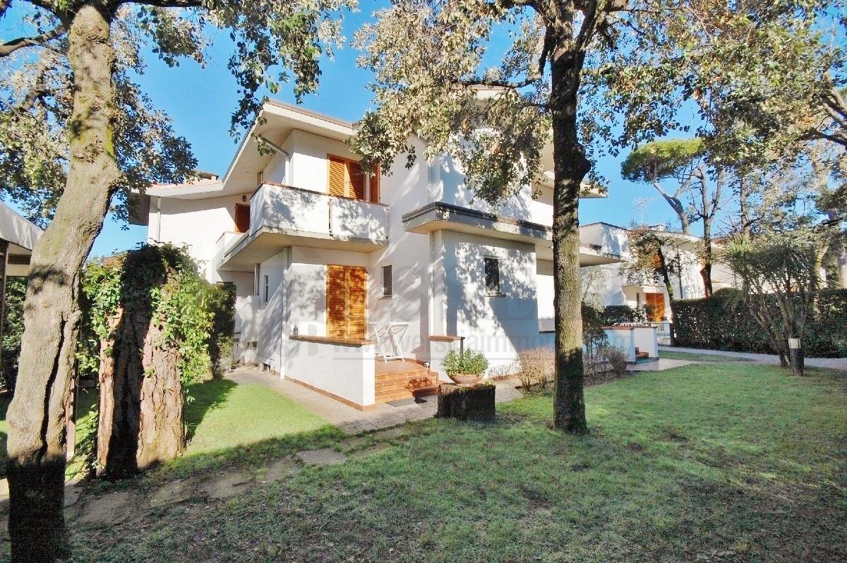 Villa in affitto a Pietrasanta, 8 locali, Trattative riservate | Cambio Casa.it