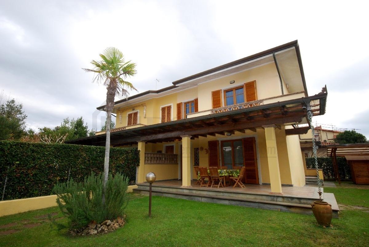 Villa in affitto a Pietrasanta, 6 locali, Trattative riservate | Cambio Casa.it