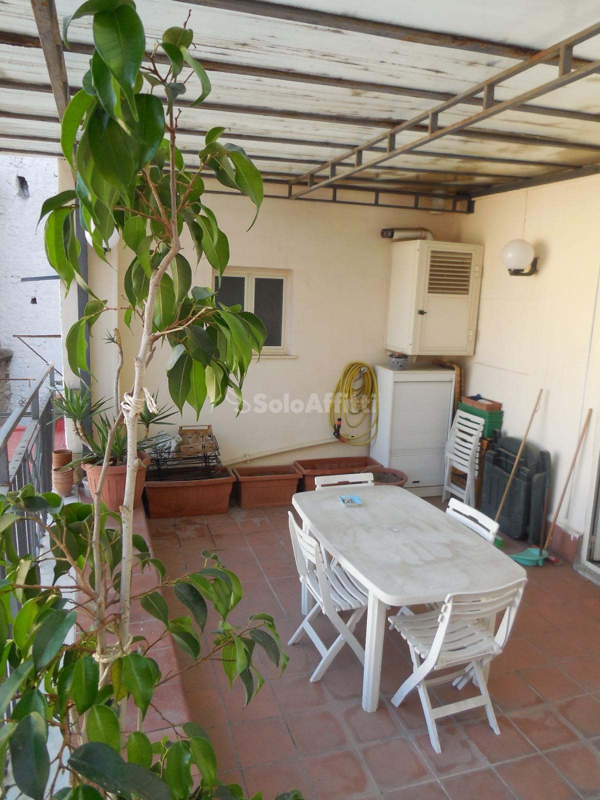 Affitto appartamento monolocale arredato for Monolocale arredato quarto napoli