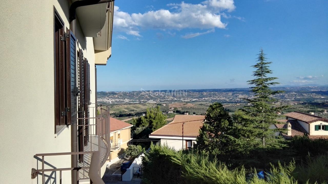 Bilocale Città Sant Angelo Via Travetti 10