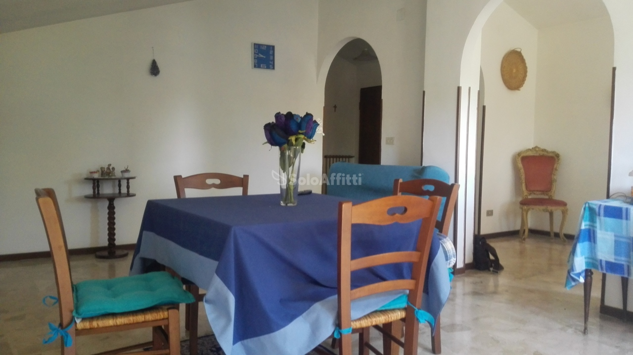 Appartamento in affitto a Città Sant'Angelo, 4 locali, prezzo € 400 | Cambio Casa.it