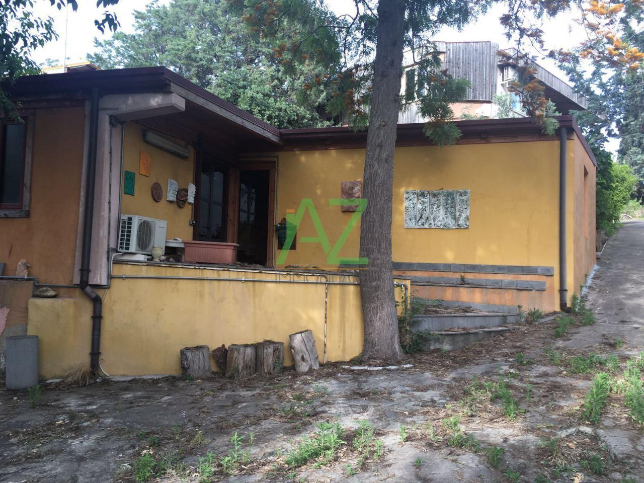 Villa in vendita a Belpasso, 13 locali, prezzo € 310.000 | Cambio Casa.it