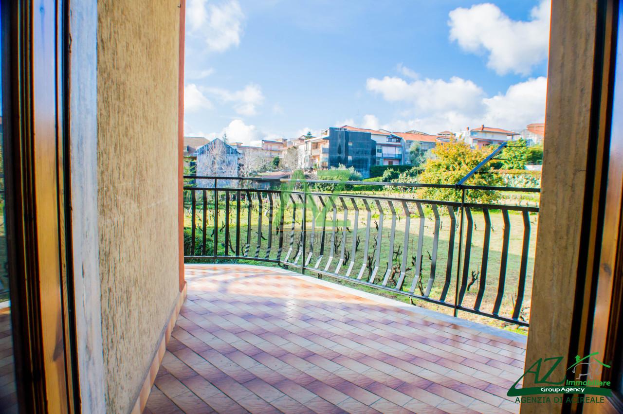Appartamento in vendita a Aci Sant'Antonio, 4 locali, prezzo € 100.000 | Cambio Casa.it