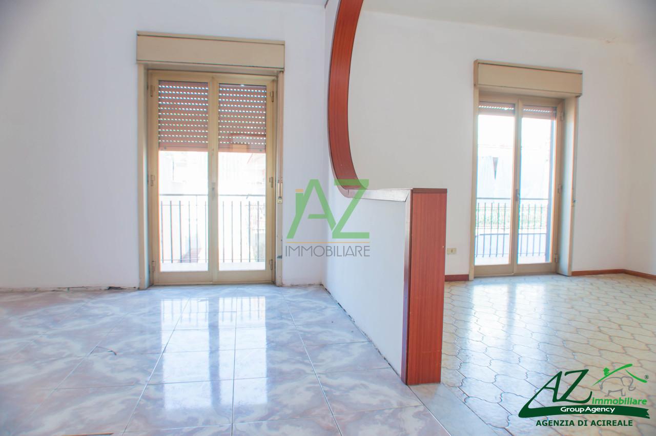 Appartamento in vendita a Aci Catena, 5 locali, prezzo € 75.000 | Cambio Casa.it
