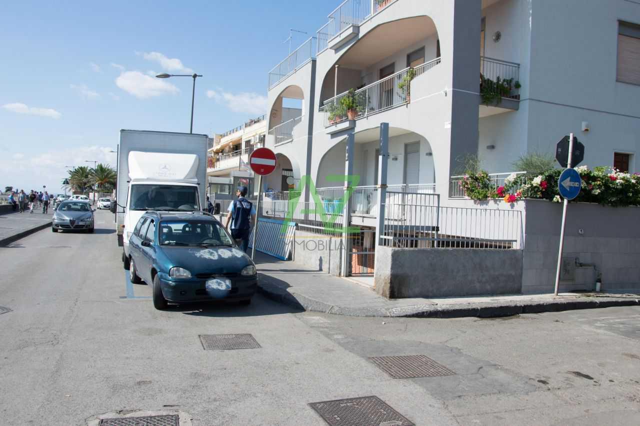 Negozio / Locale in vendita a Aci Castello, 9999 locali, prezzo € 350.000   Cambio Casa.it
