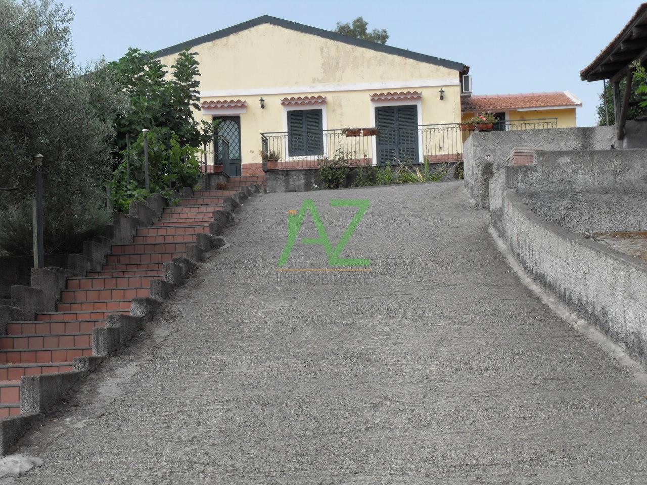 Villa in vendita a Belpasso, 4 locali, prezzo € 118.500 | Cambio Casa.it