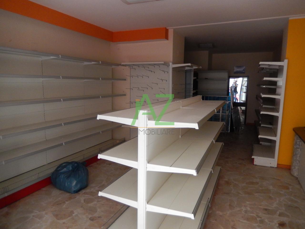 Negozio / Locale in affitto a Acireale, 2 locali, prezzo € 350 | Cambio Casa.it