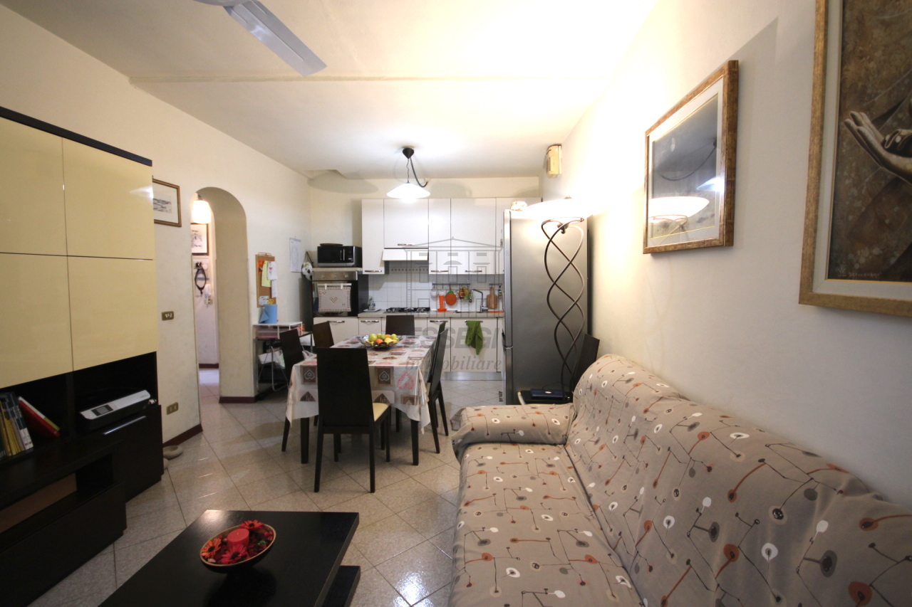 Appartamento in vendita a Lucca, 4 locali, prezzo € 220.000 | Cambio Casa.it