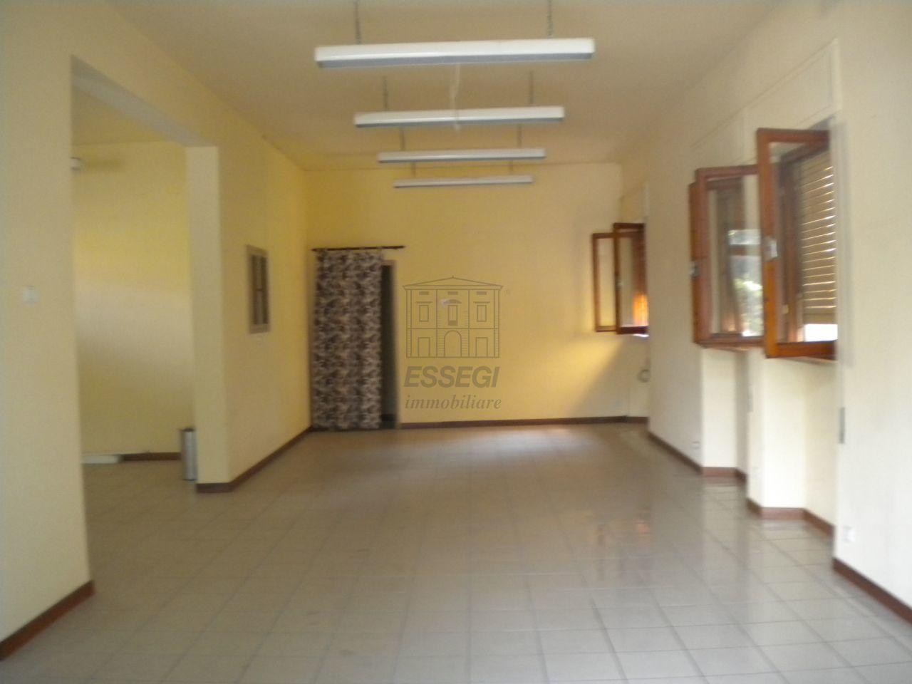 Magazzino in affitto a Lucca, 2 locali, prezzo € 700 | Cambio Casa.it